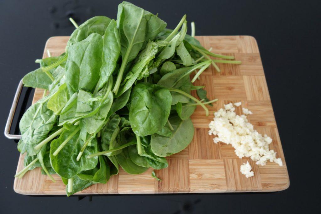 ingredients to make garlic spinach