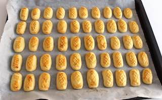 Bake the pineapple tarts for 10 minutes at 190 degrees celsius